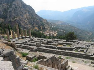 800px-Delphi_Apollo_Temple