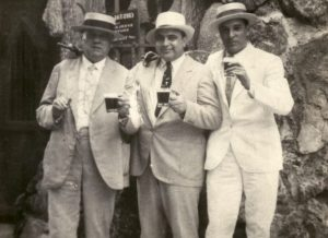 Fritz_Gordon,_Al_Capone_and_Mayor_of_Havana,_Julio_Morales_-_Cuba