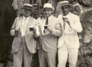 Fritz_Gordon,_Al_Capone_and_Mayor_of_Havana,_Julio_Morales_-_Cuba